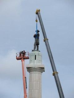 Robt E Lee statue removal