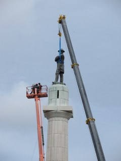 Robt E Lee statue removal